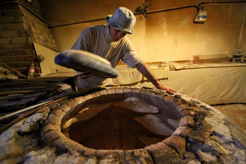 Процесс приготовления грузинского хлеба- Фото 13195- ФотоАргументы.